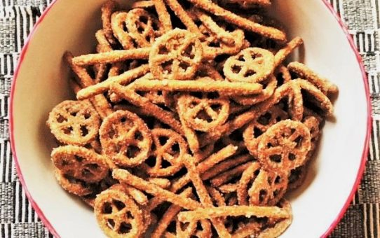Party Pretzels–a little heat, a little sweet