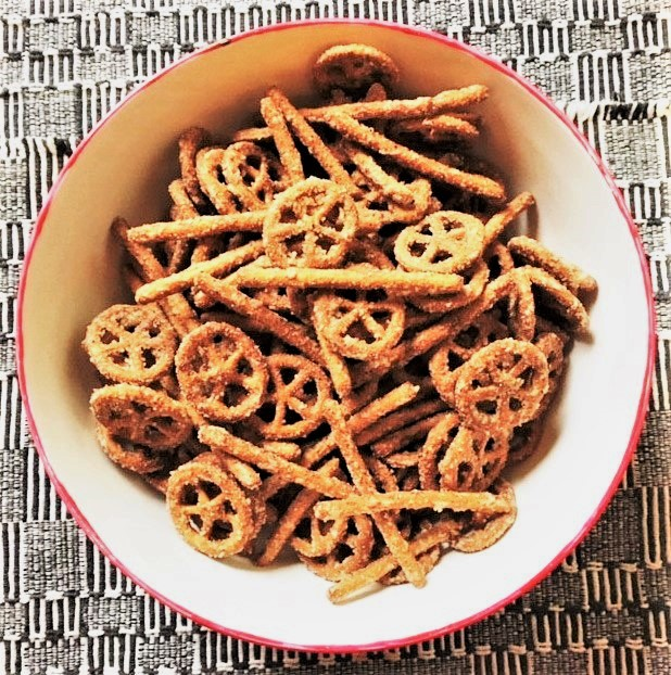 Party Pretzels--a little heat, a little sweet