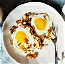 FRIED EGGS ON BREADCRUMBS